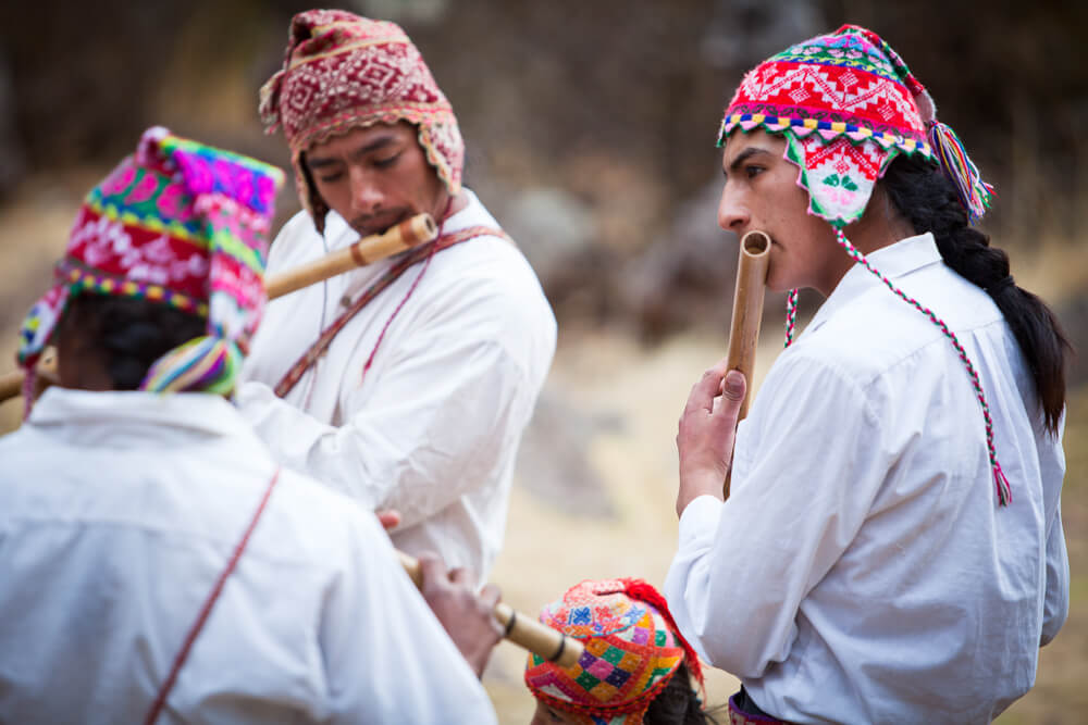 traditional vs nontraditional culture A traditional education provides an opportunity for interpersonal relationships and skills, and exposes students to a wide array of culture and diversity many lifelong friendships are found and a network of likeminded individuals is created.
